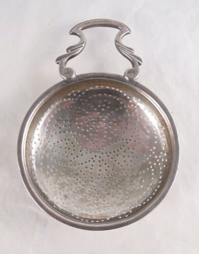 UNKNOWN GEORGIAN STERLING SILVER LEMON STRAINER ENGLISH 1762