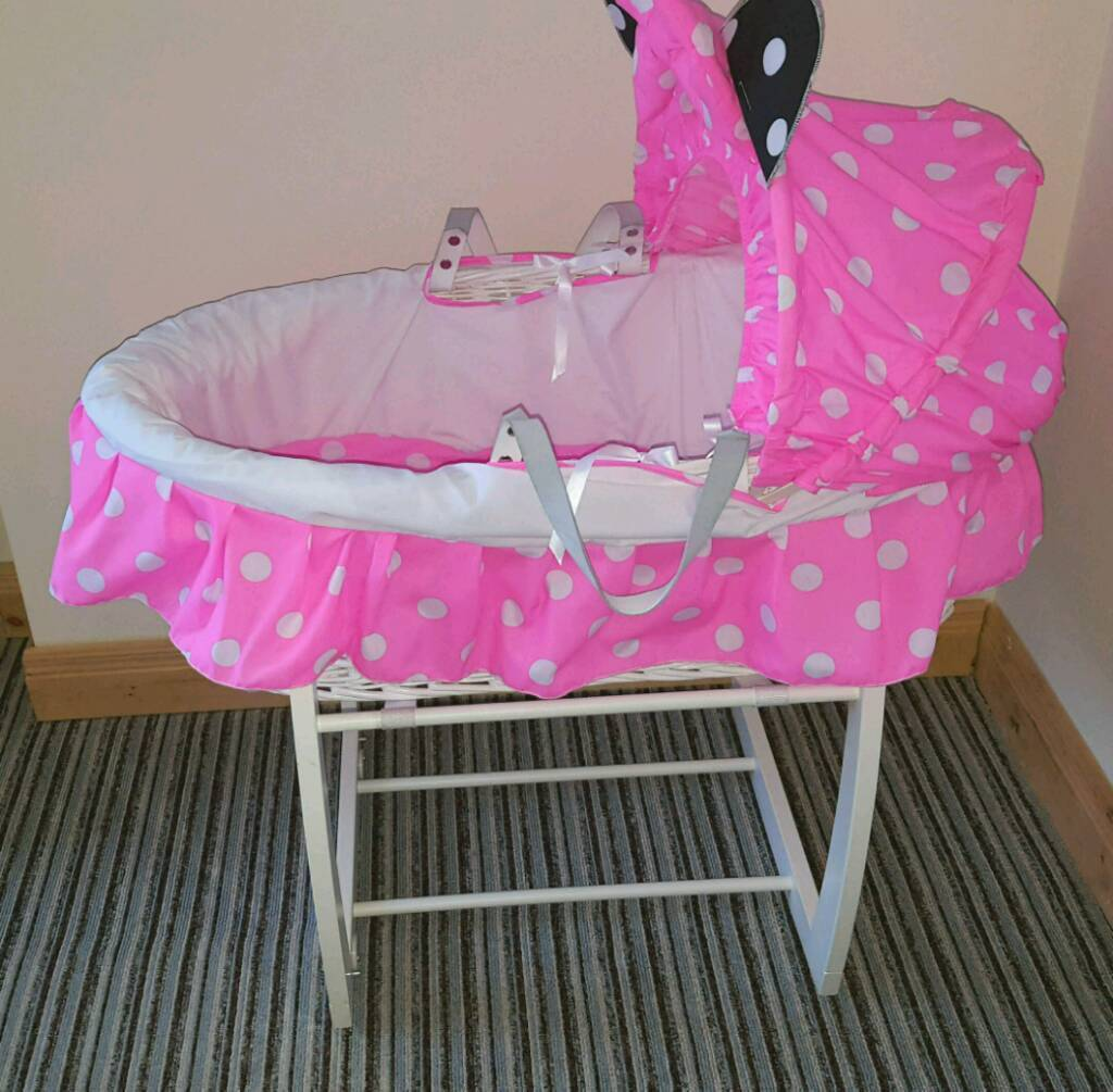 Mamas and papas wicker moses basket with minnie mouse covers extra sheets