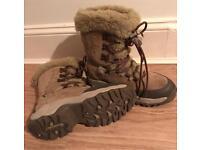 Ladies HI-TEC warm boots.