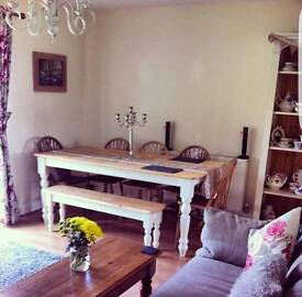 Beautiful pine table & chairs