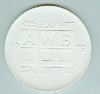 DDR Meissen Porzellan Medaille 25 Jahre AWG Stadt Cottbus 1979