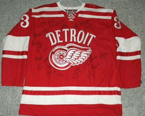 DETROIT RED WINGS TEAM SIGNED 2014 WINTER CLASSIC JERSEY w/COA THE BIG HOUSE 24+