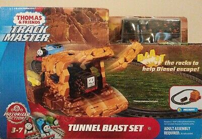 THOMAS & FRIENDS TRACK MASTER TUNNEL BLAST SET WITH EXCLUSIVE DIESEL. NEW