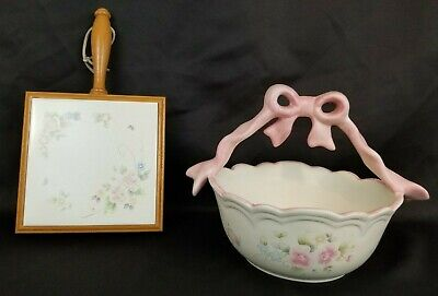 Pfaltzgraff Stoneware Tea Rose Trivet and Basket With Handle Pink Blue Cream