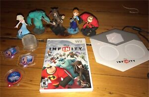 Disney Infinity Wii game + characters and peices