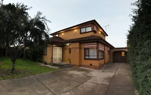 Rooms available in house 500m from Thomastown Station