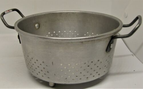 Vintage Royal Chef Aluminum Footed Colander With Handles. 115