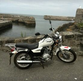 Sannis SC125 motorbike, classic cruiser style, white first bike 125 engine. Womens bike. White.