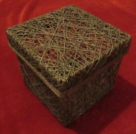 Lidded box made of brown string.