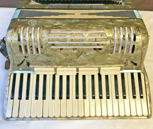 DA Vintage Italian Pearled Accordion