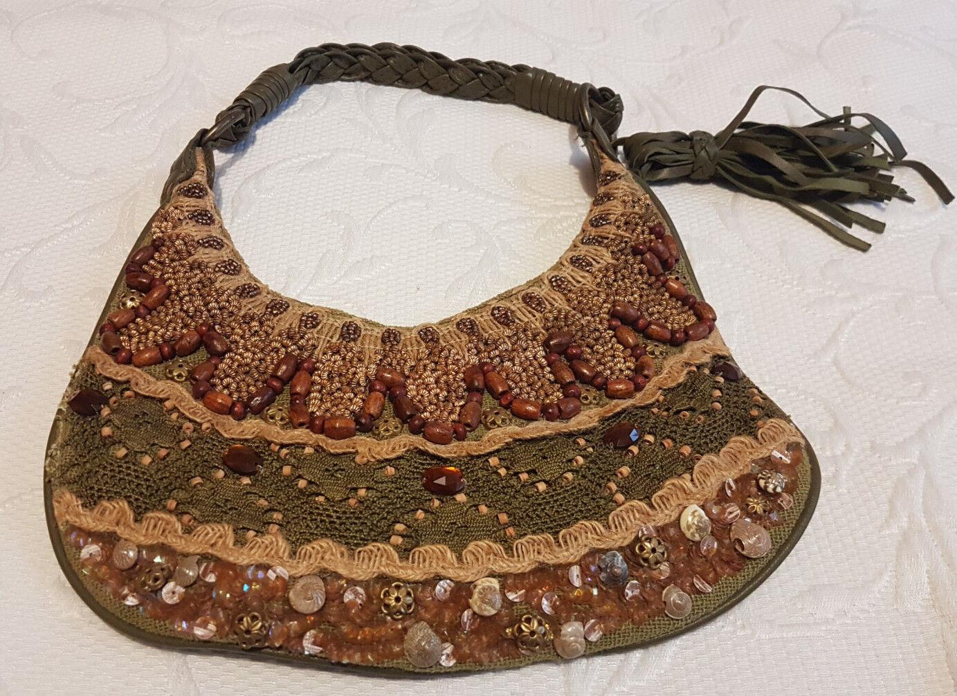 SFERA Abendhandtasche moosgrün mit vielen verspielten Details NAGELNEU