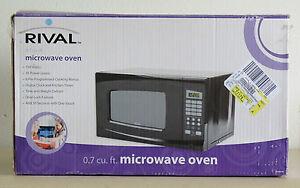 RIVAL-0-7-CU-FT-700-WATT-DIGITAL-MICROWAVE-EM720CWA-PMB-NEW-IN-THE-BOX