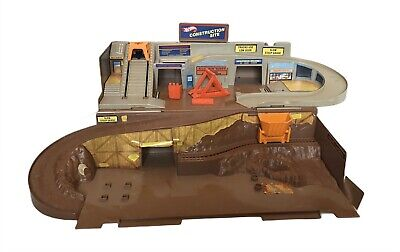 Mattel Hot Wheels Sto-N-Go CONSTRUCTION SITE Folding PLAYSET Vintage 1982 W/ Box