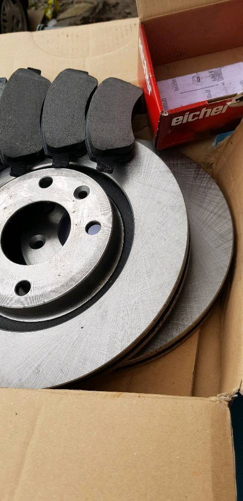 Ford Focus 2.5 RS Rear 09-11 MTEC Drilled Grooved Brake Discs Mintex Pads