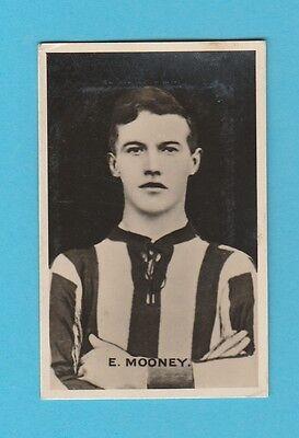 FOOTBALL - D.C. THOMSON - BRITISH FOOTBALLER CARD  -  E.  MOONEY   -  1925