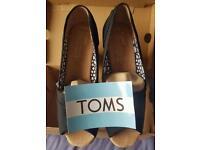 Original wmns TOMS black canvas wedge shoe uk size 5.5