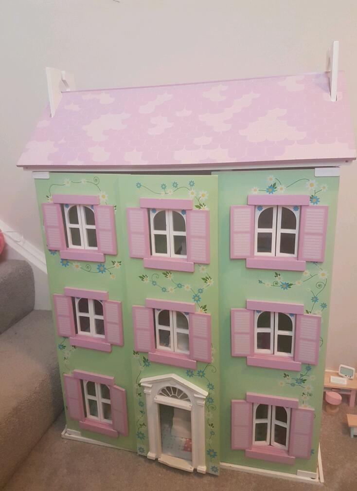 Wooden Dolls House With Le Toy Van Daisylane Furniture