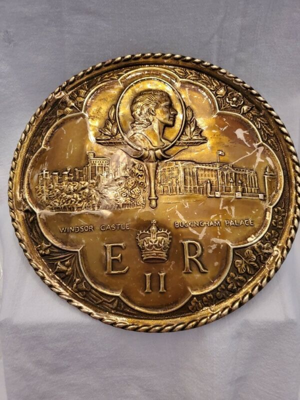 QUEEN ELIZABETH II Commemorative Brass Plaque Windsor Castle Buckingham Palace
