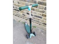 Maxi micro scooter green in good condition