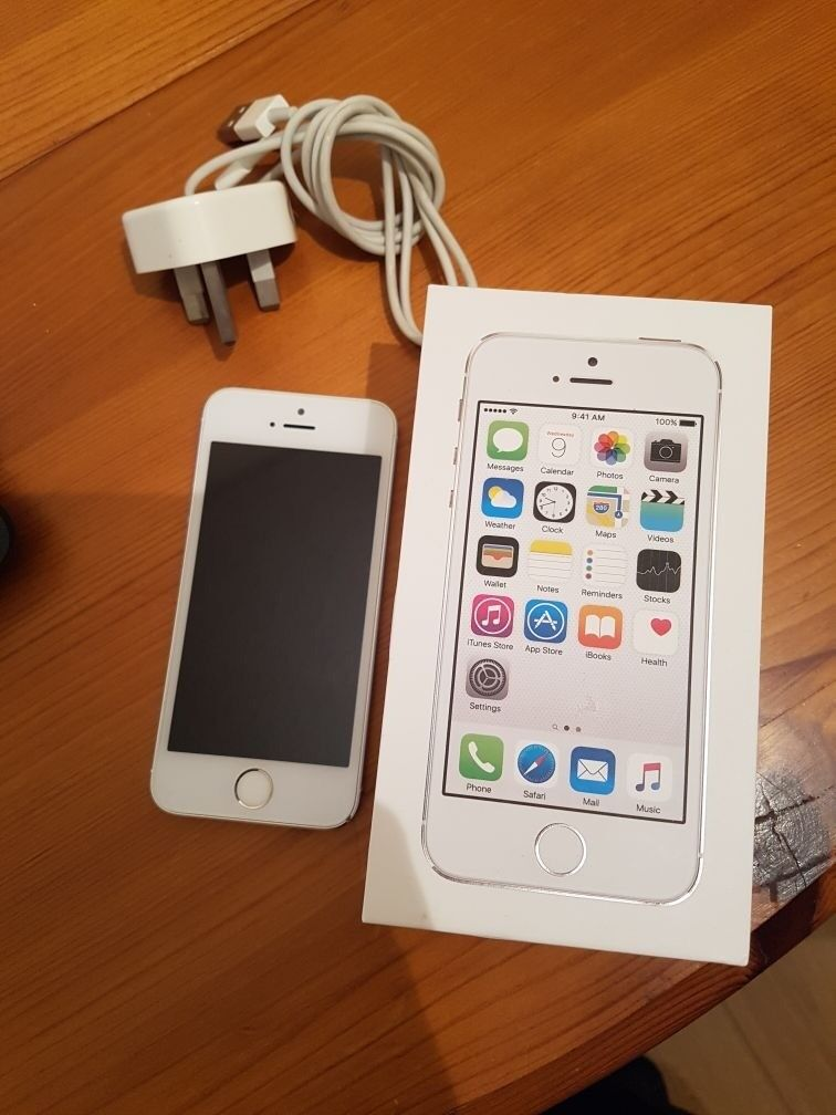 Apple Iphone 5S 16gb Silver (on EE) with Charger And Box | in Ruskington, Lincolnshire | Gumtree