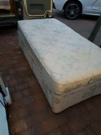 Single Divan with drawers (can deliver)