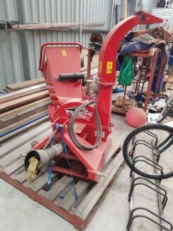 Wallenstein BX42R wood chipper with hydraulic feed