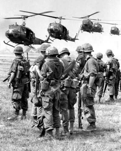 Vietnam War U.S. Army Troop Extraction From LZ Unknown Pixels Glossy 8x10 Photo