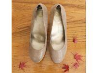 Rockport Ladies Heels Size 6 - Golden