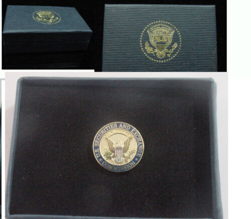 New  United states Securities and Exchange Commission SEC lapel pin