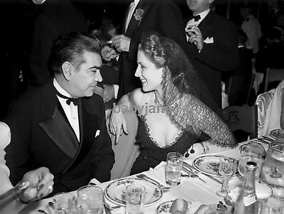 036 NORMA SHEARER CANDID TAKING WITH HER DATE AT A RESTAURANT PHOTO
