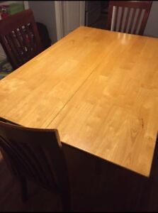 Dining room / kitchen table - 4 chairs