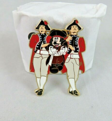 Disney DSF Pin - Pirates of the Caribbean 4 - Mickey Mouse Dragged by Guards