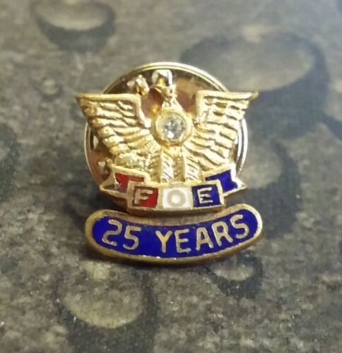 Fraternal Order of Eagles FOE 25 Year service pin badge