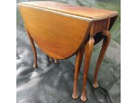 Traditional drop leaf table