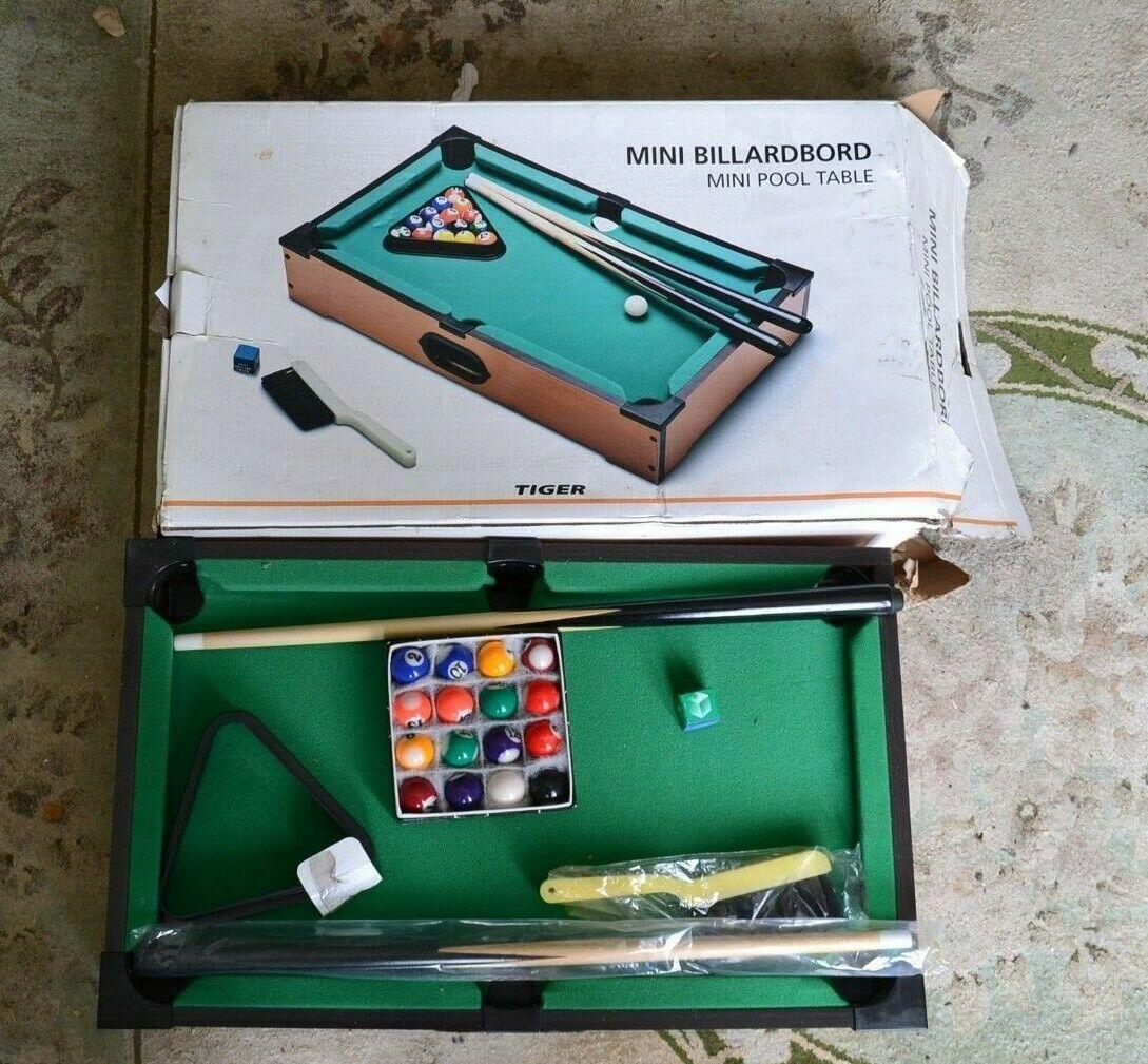 Mini Table Top Billiardboard Pool Game Set