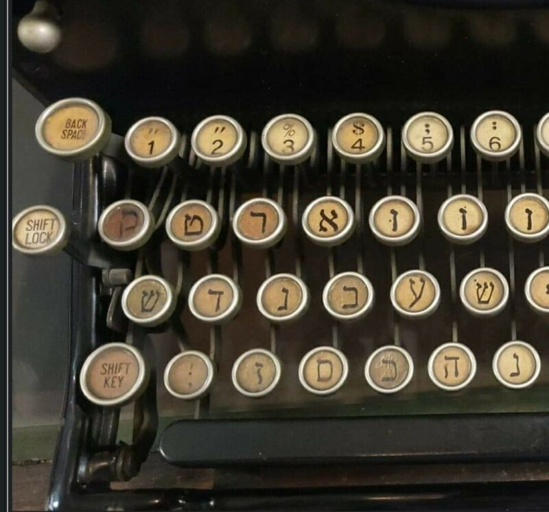 """***Rare*** 1930 Royal Model 10 """"Hebrew"""" Typewriter.... Great Condition"""