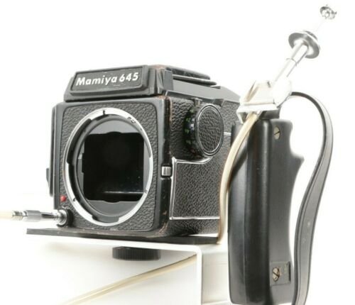 MAMIYA M 645 6x4.5 Medium Format Camera Body + Sports Type Waist Level Finder