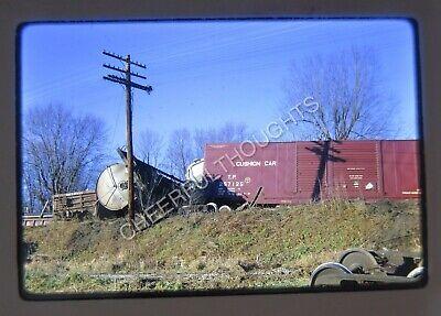 Original 1967 Kodachrome Photo Slide B&O Baltimore & Ohio 16 Car Wreck 9J4