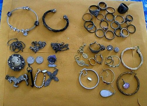 40 PLUS ASSORTED PIECES OF VARIOUS JEWELRY FOUND IN STORAGE METAL DETECTOR FINDS