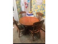 Solid Oak Kitchen Table (Extendable to fit 6 people round)