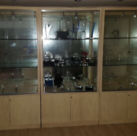 3 LIGHT OAK SHOP DISPLAY CABINETS WITH LIGHTING/1 SQUARE DISPLAY UNIT/COAT OR SCARF DISPLAY RACK