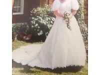 Vintage wedding dress (size 14/16)