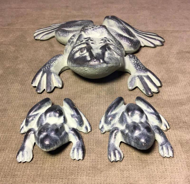 Vintage Virginia Metalcrafters Cast-Iron Frogs Garden Doorstop Excellent
