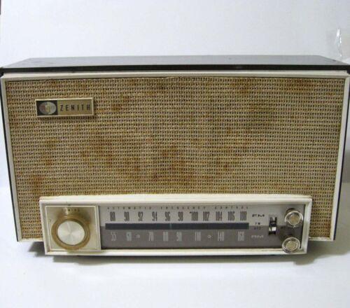 ZENITH ® K725 Vacuum Tube AM FM Table Top Radio - Operation Very Good