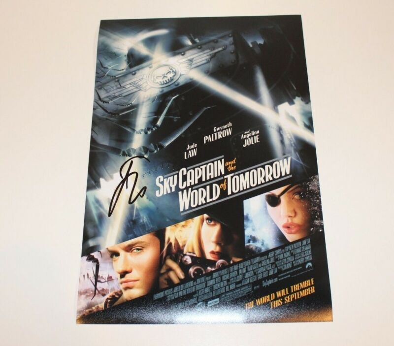 JUDE LAW SIGNED 'SKY CAPTAIN AND THE WORLD OF TOMORROW' 12x18 MOVIE POSTER w/COA