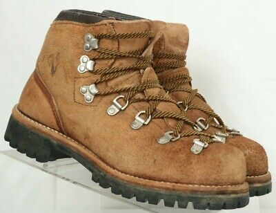 38bee787782 Mountaineering Boots - 8 - Trainers4Me