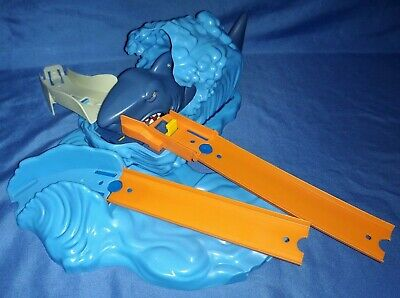 2015 HOT WHEELS ULTIMATE CAR GARAGE SHARK PLAYSET TOY REPLACEMENT PART