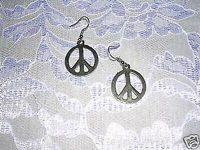 NEW VINTAGE STYLE HIPPIE MEDIUM FLAT PEACE SIGN DANGLING PEWTER PENDANT -