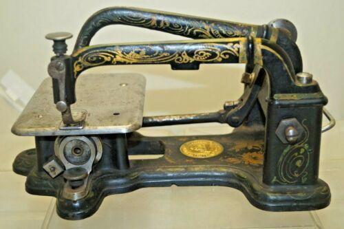 Antique 1854 - 1860s Wheeler & Wilson MFG Cast Iron Decorative Sewing Machine