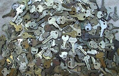 Some old     Arts    Crafts Lot of  Misc Keys 1.5 Pounds LBS HOUSE,CARS